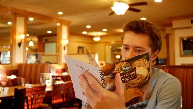 外食族怎麼挑餐廳?美食達人:菜單選擇越多,越可能吃到問題食材