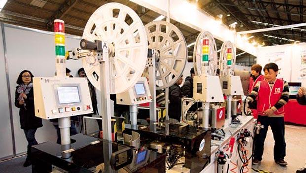 鴻海今年於虎博會展示自動化成果,切入機器人領域,又與美股連動性高,讓鴻海成為年底選舉行情大熱門。