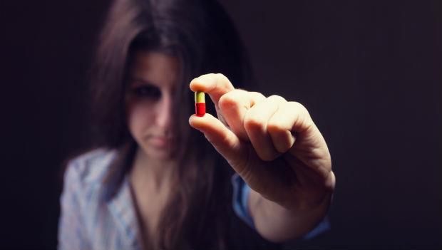 抗憂鬱藥的副作用是想自殺?精神科醫師告訴你:這顆藥究竟能不能吃