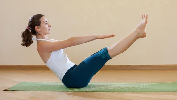 肚子好胖、大腿好晃?只要一個動作,同時練出蠻腰與細腿