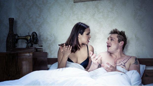 「硬不起來是男人的問題!」女人在床上這些態度,最讓另一半反感