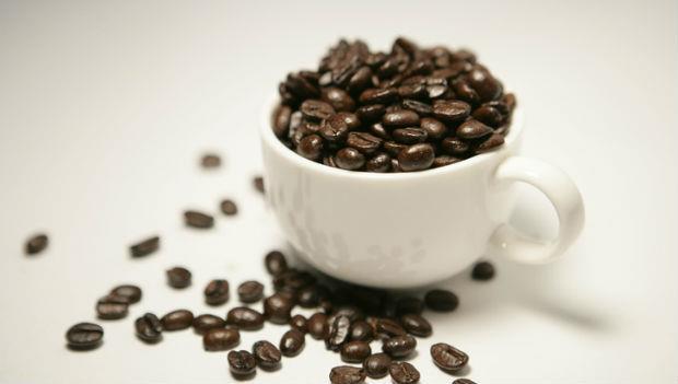 焦慮、神經質、失眠....每天喝超過一杯「大杯美式」,恐咖啡因成癮
