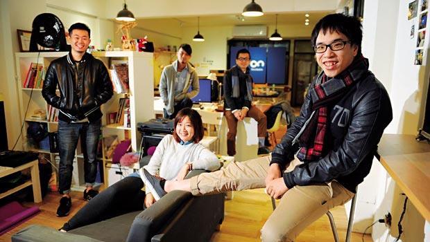 四合願創辦人:陳威帆(右1)