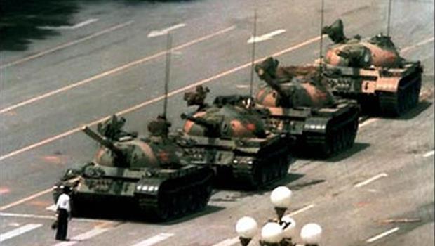六四天安門「肉身擋坦克照」攝影師:別指望外人來解決你的問題