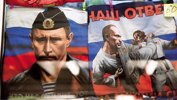 俄國人發洩對美國經濟制裁的不滿,連路邊小店販賣的T-shirt,都印著擁有跆拳道黑帶9段的普欽狠踹歐巴馬。