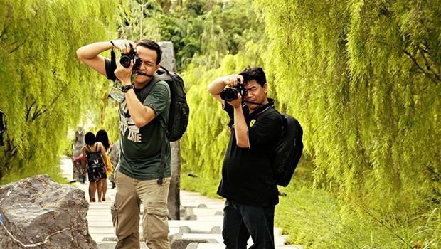 12句實用旅遊對話》「幫我拍張直的照片」,英文怎麼說? - 商業周刊