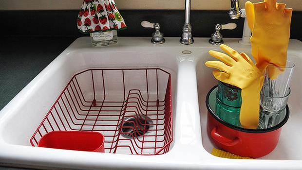 10元小物收納術》濾水籃、垃圾桶、廚房手套...用這些東西便宜又實用!
