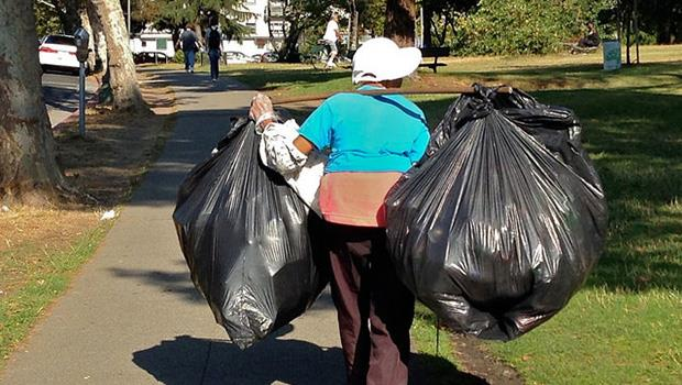 感謝生活中的無名英雄...》TED:為資源回收人員做一件事,向他們致敬吧!