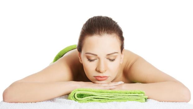 一條毛巾治好痠痛!神奇熱敷法:肩頸痛、腰痠、腳麻有救了!