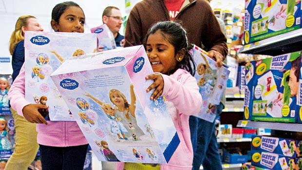 迪士尼的《冰雪奇緣》至今熱度猶存,周邊商品更是搶手貨,許多全球小粉絲們買到手軟。