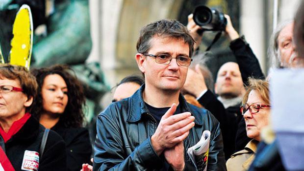 「我服從的是法國法律,不是伊斯蘭律法。」夏邦.尼耶堅持言論自由,最後死在恐怖分子槍下。