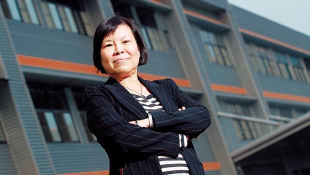 10年的等待》皇田董事長周幼珊一「妻」當關,把窗簾從路燈下的批發貨,賣進世界頂級車廠。