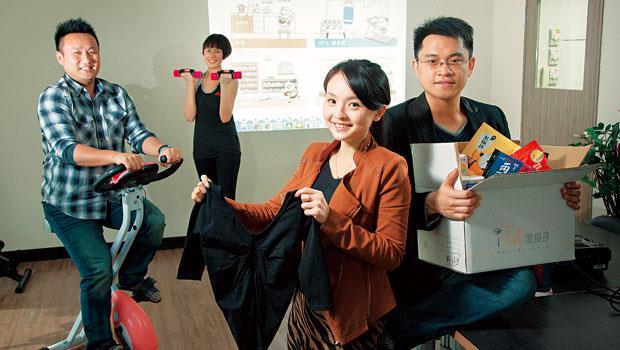 iFit創辦人陳韻如(右2),從食品、運動衣到健身器材都賣,靠著逾百項開發商品,圈住粉絲的心。