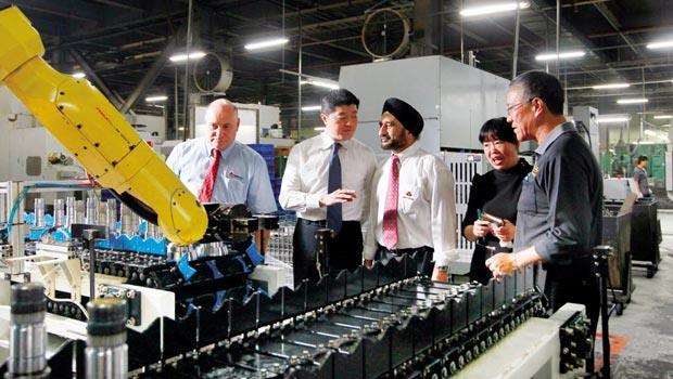 30國客戶穿梭》和大的客戶遍及3大洲,在他們的工廠裡,時常可見膚色各異的客人訪廠、看產品。