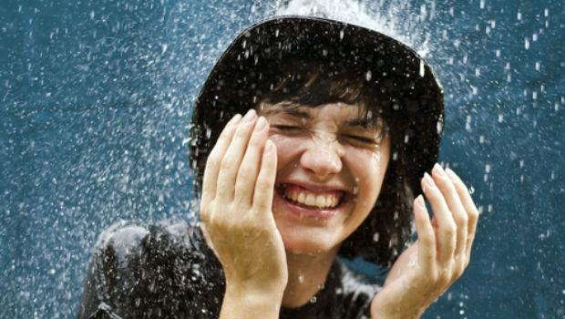 每天盯電腦眼睛好痠?快來做「洗澡時的簡單眼睛保養法」