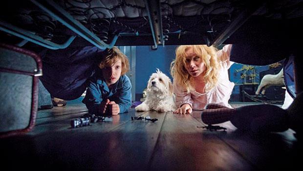 《鬼敲門》翻紅,影評大多表示它的恐怖梗「透進骨子裡」,是最強賣點。