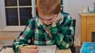 小孩寫功課拖拖拉拉怎麼辦?爸媽只要對孩子說一句話就好....