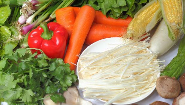 冬日火鍋三寶:高麗菜、茼蒿、金針菇,如何清洗才不會吃進農藥?