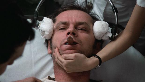 電療會把腦袋「電壞掉」?被誤解了70年的精神科「電療法」