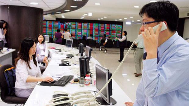 金管會喊出增加1成股市成交量的目標,證券龍頭股元大金受惠最多,成了法人加碼標的。
