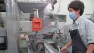 為什麼高科技的特斯拉捨棄大廠,卻選上日本的「過時」小廠合作?