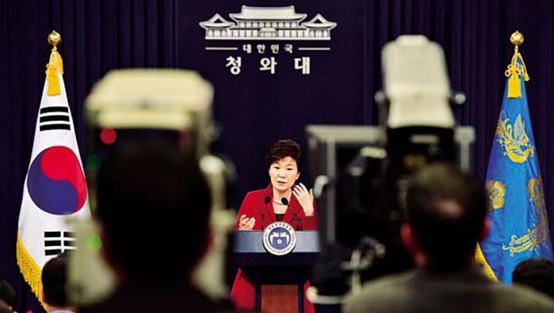 朴槿惠最新民調滿意度不到3成,反映韓國在經濟成長率攀升背後,尚未完全爆發的衰退危機。