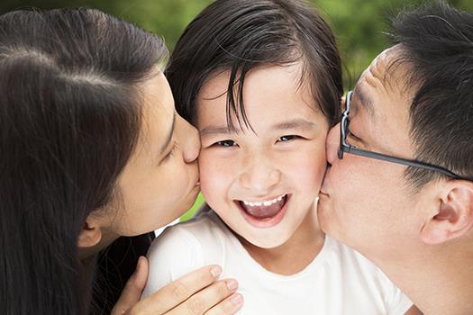 小孩很黏人,媽媽一走開就哭》每天專心陪伴10分鐘,讓小孩知道「你一直都在」