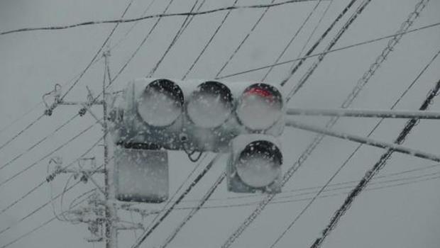 LED號誌燈亮度高又節能,為什麼在日本反而變成交通殺手?
