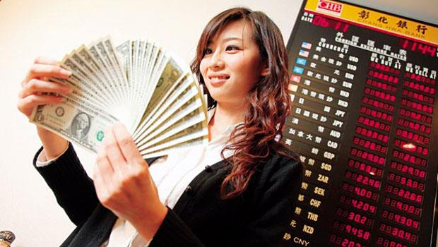 換匯除了多比較銀行匯率,外幣提款機也成為省錢族首選。