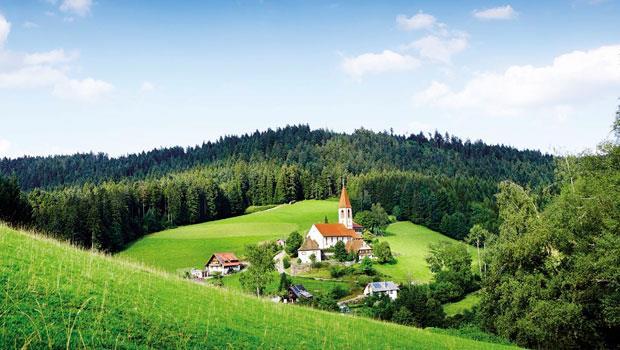 聖羅曼(Sankt Roman)的教堂和小村莊,位於黑森林中的沃爾法附近。