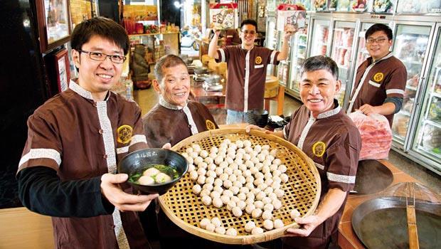 海瑞食品負責人:-一代黃海瑞(圖中)、二代黃文彬(圖右)、三代黃世凱(圖左)