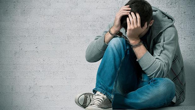建中少年結夥搶劫,留下人生汙點,因為老師的「這句話」而重生...