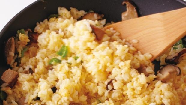 學起來!只要多「煎」一分鐘,就能讓炒飯變得粒粒分明 - 商業周刊