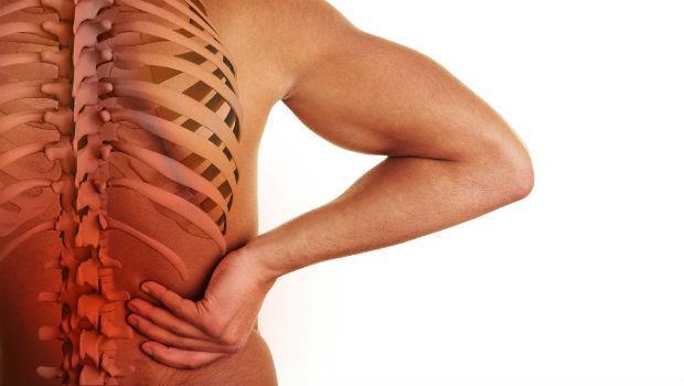 驚!打個噴嚏,下半身竟癱瘓》老是腰酸背痛...你椎間盤突出了嗎?