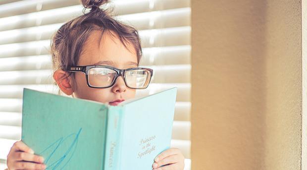 「可以拿一張paper給我嗎?」句子夾雜英文,才是小孩學習語言的殺手!