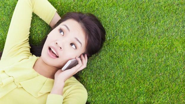 雙下巴、皺紋、斑點...小心!一天滑手機超過2小時,就會讓你變醜