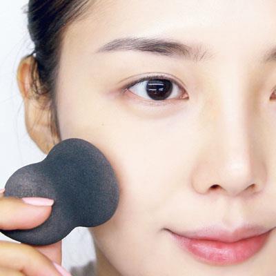 皮膚瑕疵多,該怎麼畫出「薄」妝感?6步驟教你畫出大師級的粉霧底妝 - 商業周刊 - 商周.com