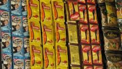 為什麼在印度,洗衣精、洗髮乳....甚至是保養品,都像番茄醬包一樣小?