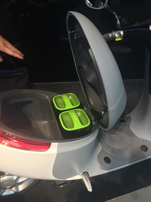 開箱!可以換電池、換外殼的摩托車,2015年夏天將在台灣搶先上路 - 商業周刊