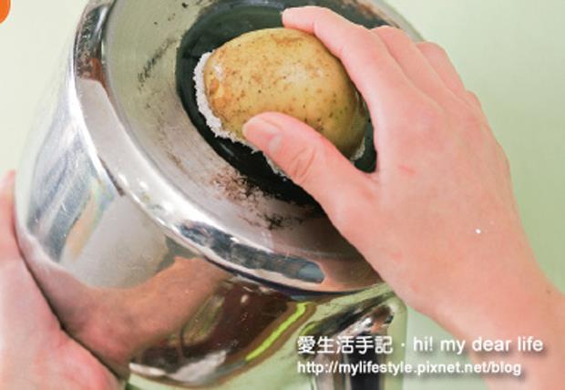 鍋底焦垢、茶垢、水垢....難去的髒污,用這3樣「天然去污劑」乾淨又好用! - 商業周刊