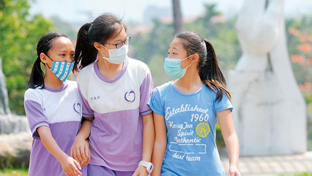 埔里的孩子們,沒感冒也得戴上口罩,成了政府產業政策發展失衡下最無辜的受害者。