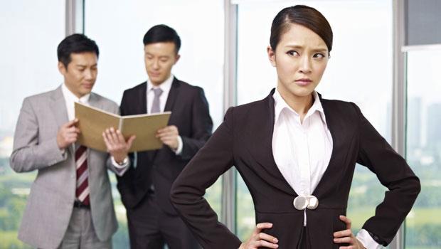 不公平!女性平均薪資只有男性的3/4?哈佛經濟學教授給女生的建議是..... - 商業周刊