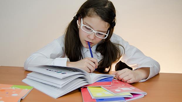 「不要擦掉孩子寫錯的字!」德國老師禁止父母做的5件事