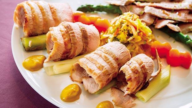 亞都麗緻天香樓主廚楊光宗以白灼及煎烤手法來展現伊比利豬的原味。(非菜單上料理,須三天前預約)