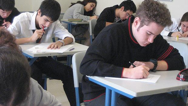 同樣考試定人生,為什麼到了英國,小留學生竟然不恨考試?!