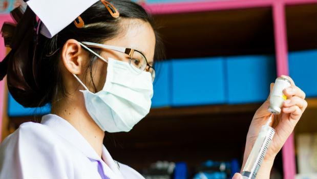 當你生病了,躺在病床上,你的命每小時只值26.8元護理費...血汗醫療到底誰倒楣?
