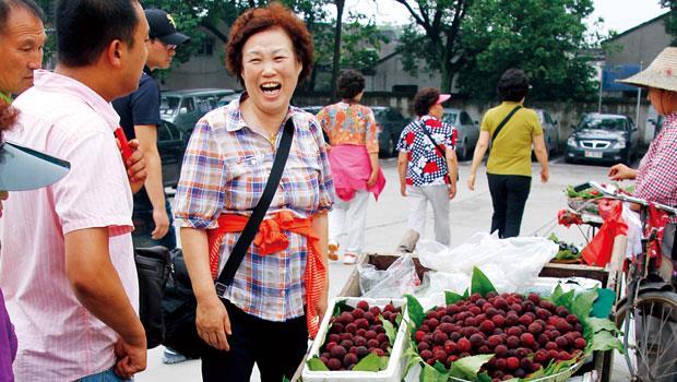 賣水果的小攤車