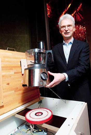 除了取代充電線,無線充電聯盟主席崔佛斯表示,今年業界也開始布局無線充電廚具。