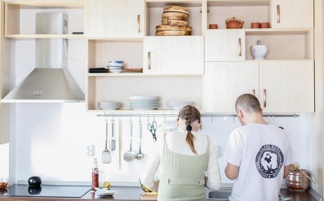 認清未來公婆最好的方法:第一次去男友家,妳一定要假裝去洗碗!