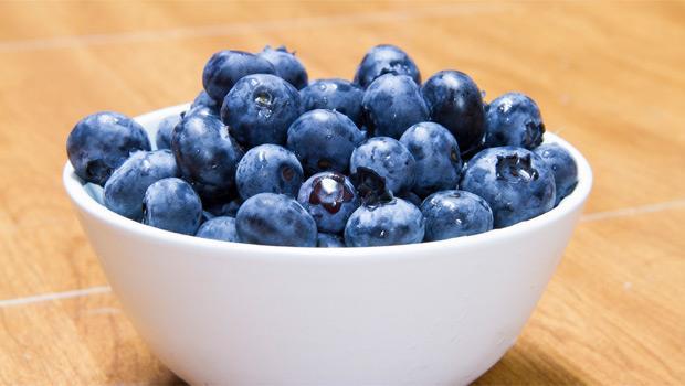 夏天吃正好》藍莓的7大功效,你一定要知道!抗老、降膽固醇全靠它